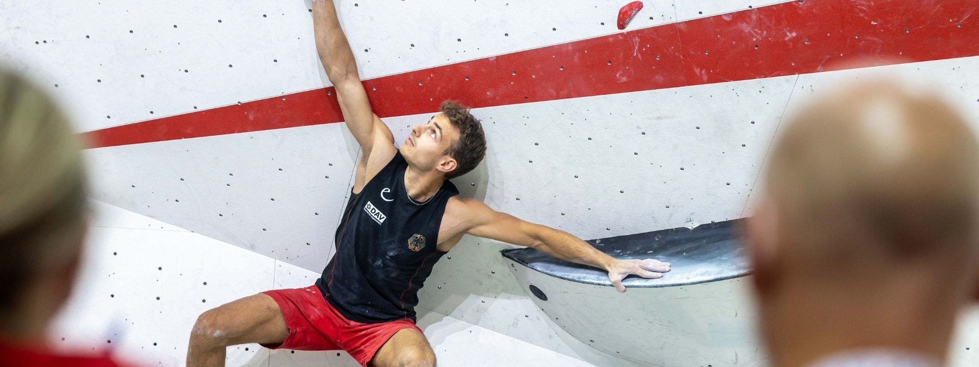 FLOHÉ AND FUJII TOP THE MEN'S BOULDER QUALIFICATION ROUND IN MOSCOW