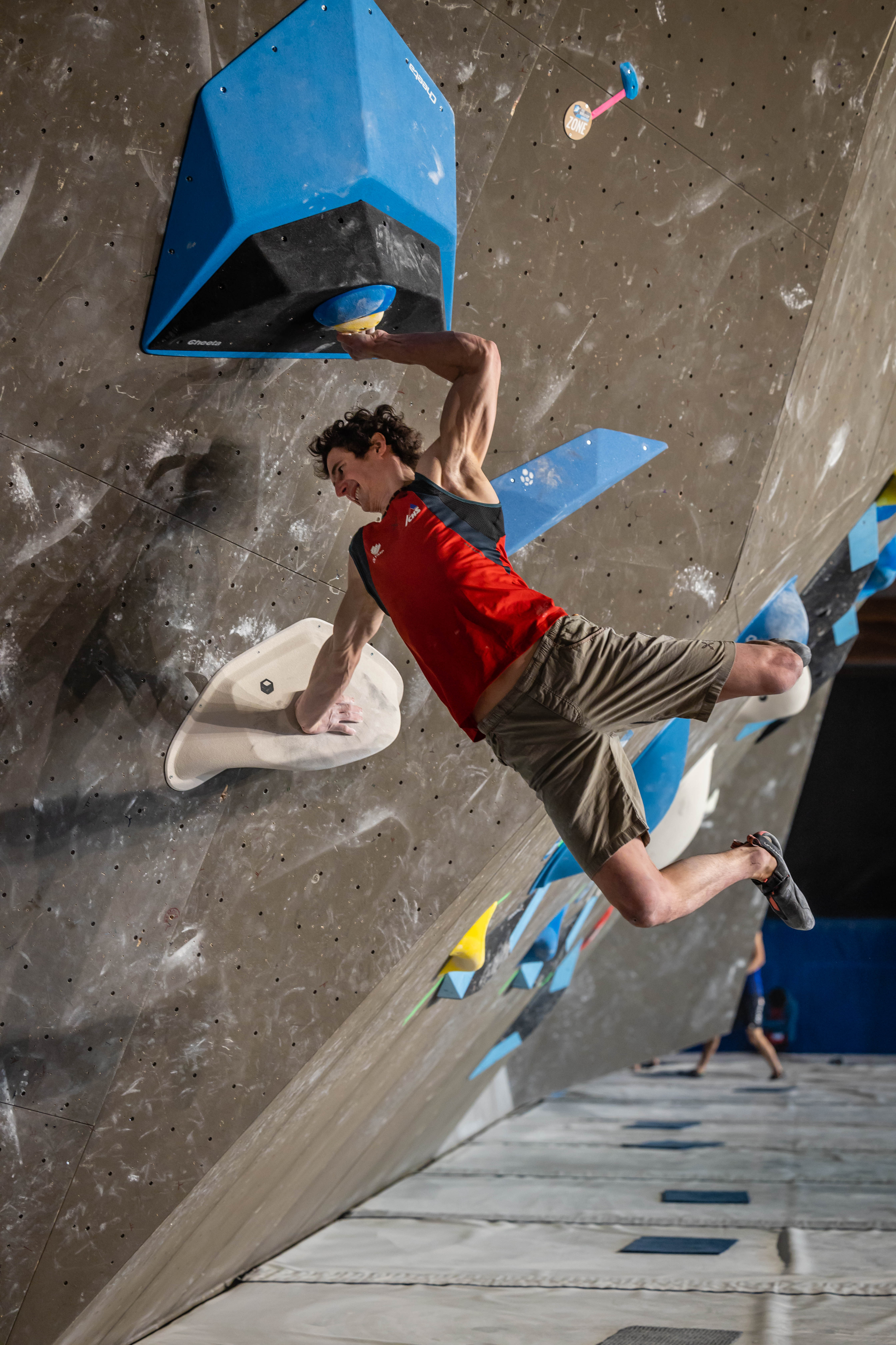 210416 IFSC News Fujii and Ondra Lead the way into the Mens Semi Final in Meiringen