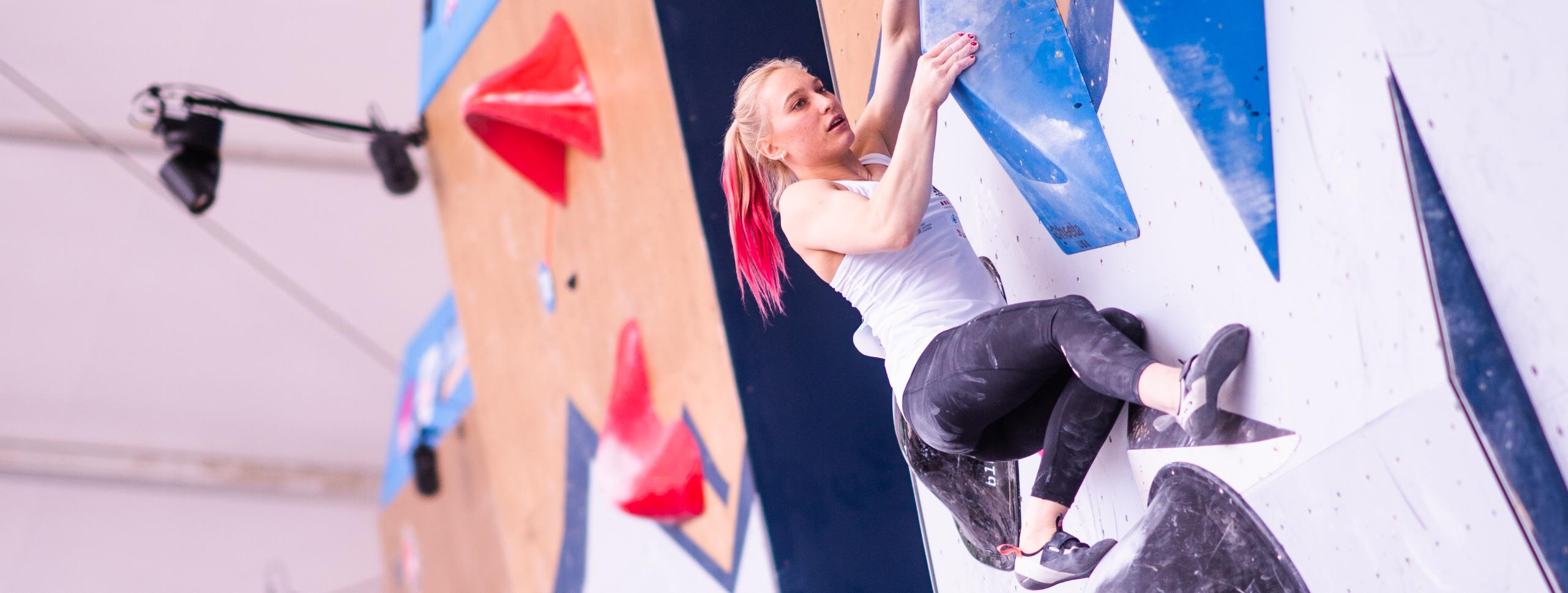 BACK TO COMPETITIONS, BACK TO THE TOP: JANJA GARNBRET LEADS THE WAY INTO THE BOULDER SEMI-FINAL
